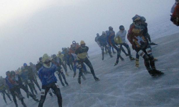 STG Eendracht leden schaatsen de Alternatieve Elfstedentocht op de Weissenee in Oostenrijk uit.
