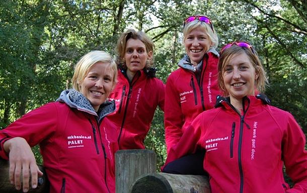 Palet Schilderwerken nieuwe hoofdsponsor van dames schaatsmarathonteam.